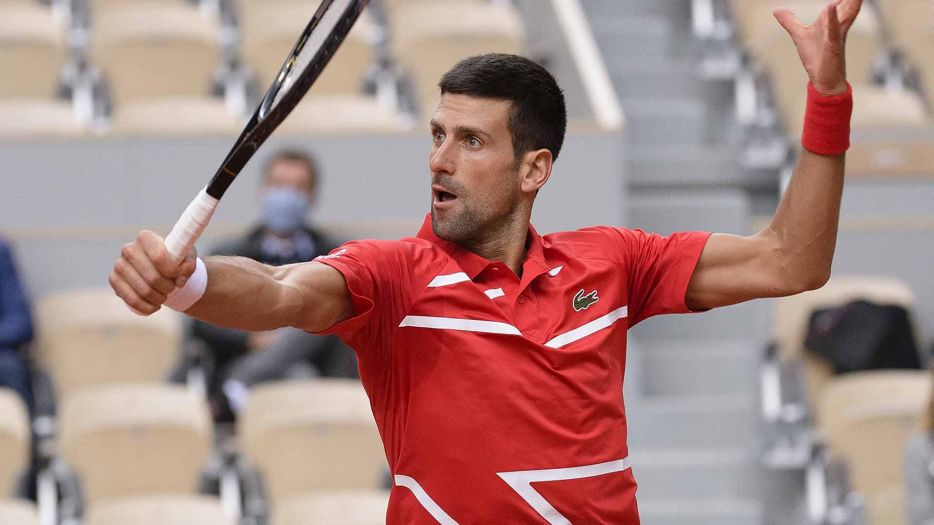 Very Awkward Deja Vu Says Djokovic After Accidentally Hitting Linesman French Open Love Tennis